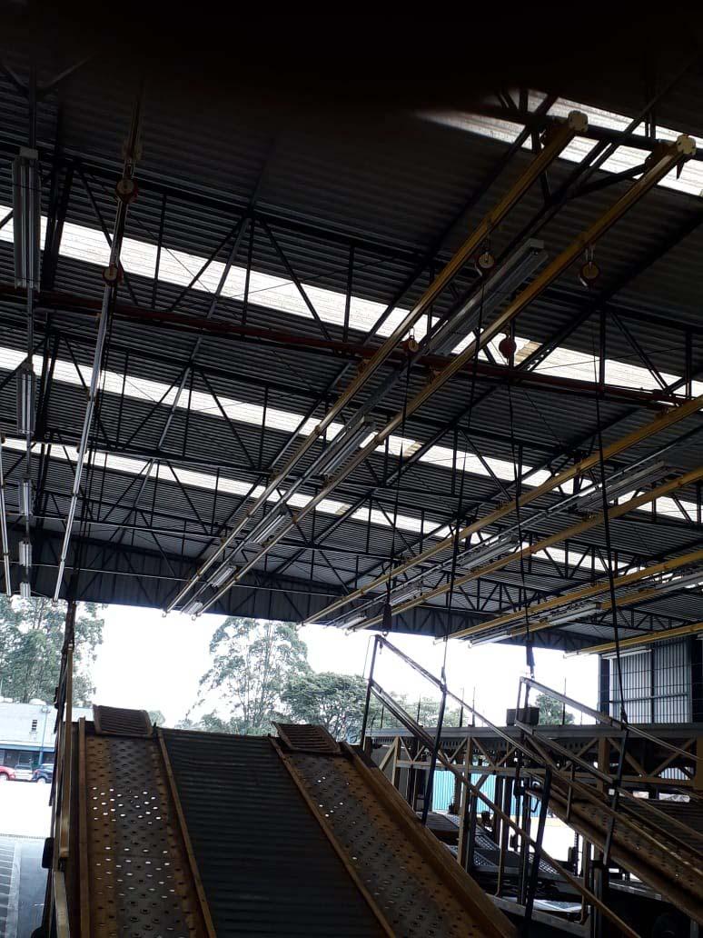 Instalação de linha de vida em escada marinheiro