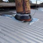 Manutenção de telhado de galpão title=