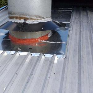 Manutenção de telhado de galpão